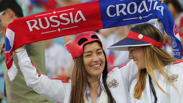 На матч Россия - Хорватия пришли сотни «кокошников»