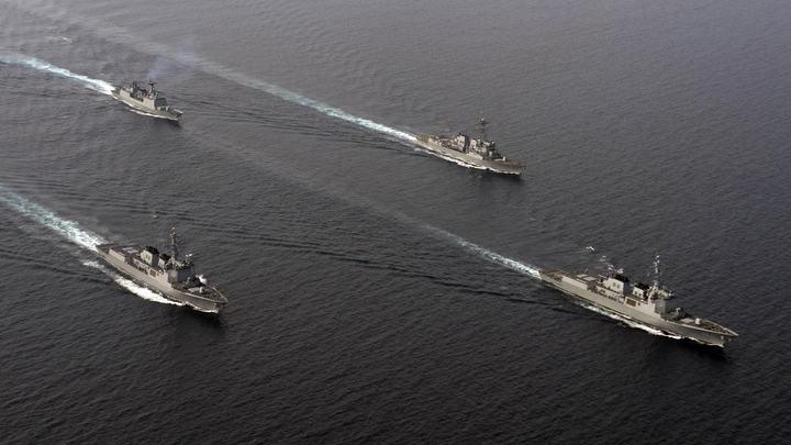 Американский эсминец вторгся в спорные воды Южно-Китайского моря