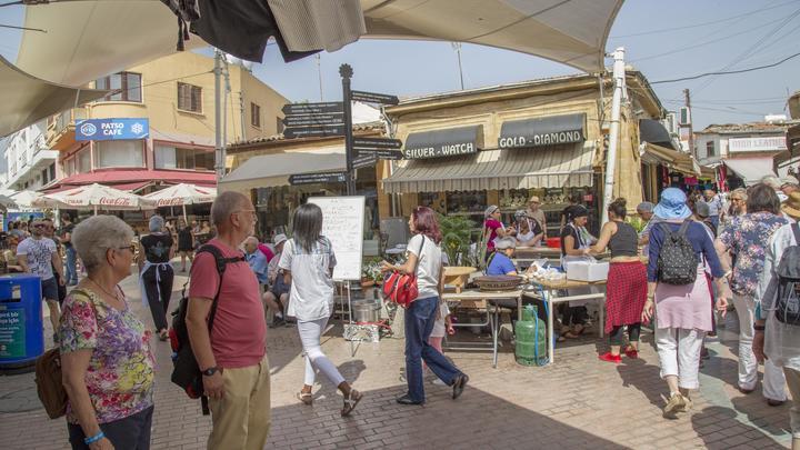 С регистрацией и SMS: Русских на Кипре обязали отчитываться о прогулках