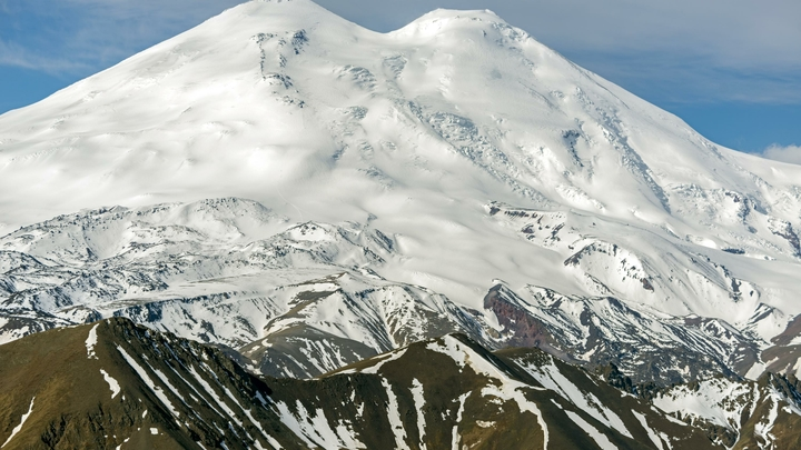 На Эльбрусе в снегопад заплутал альпинист из Петербурга