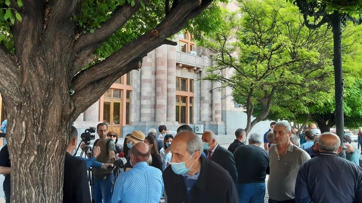 Оппозиция требует освобождения задержанных на протестах в Ереване