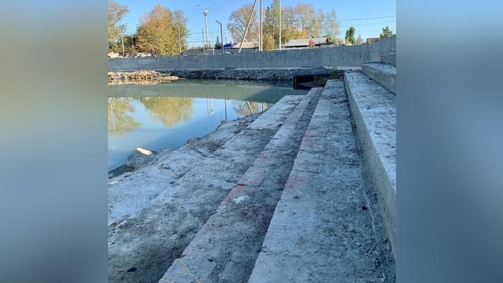 В Челябинске строят еще одну набережную с антискользящими ступенями к воде