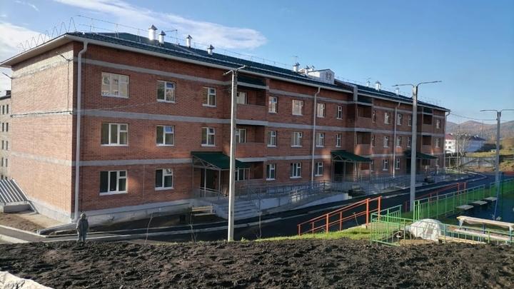 Строительство дома для переселенцев из аварийного жилья завершают в Забайкалье
