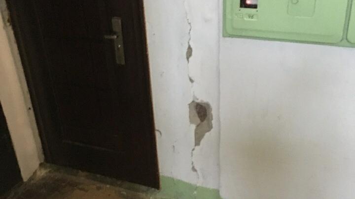 В Нижнем Новгороде на домах рядом со строящейся развязкой на Циолковского появились трещины