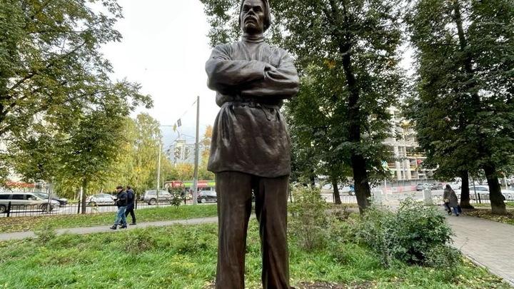 В Ковалихинском сквере Нижнего Новгорода открыли скульптуру Горького