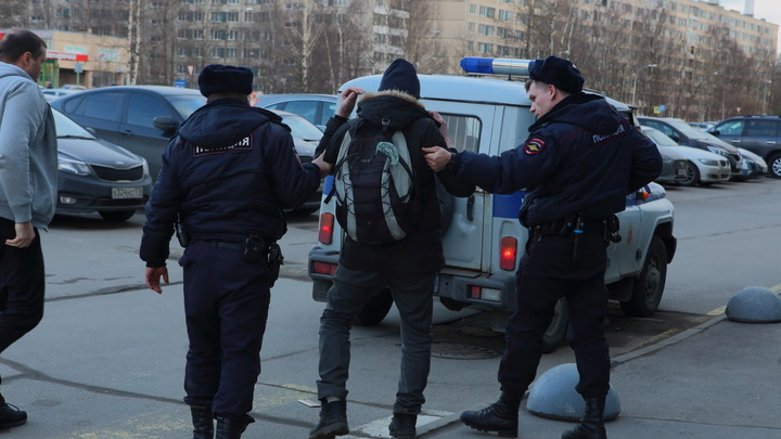 Ночной загул студентов СПбГУ разгоняли силовики