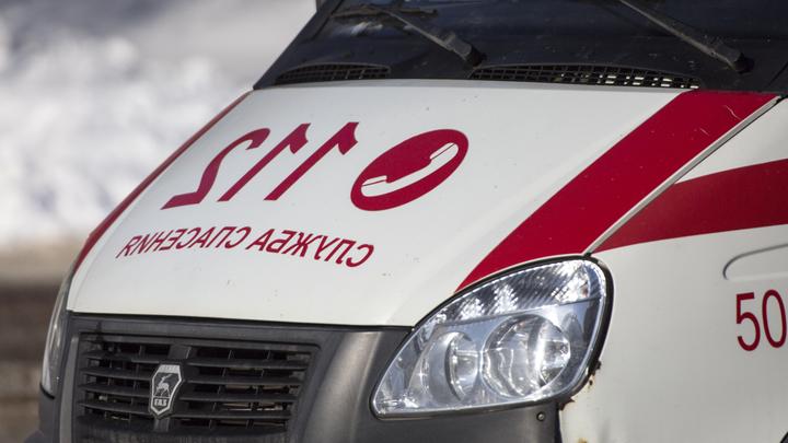 Проезжающий мимо поликлиники в Москве байкер обстрелял мужчину - видео