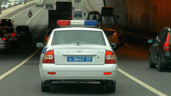 Lexus протаранил машину ДПС, остановившуюся в тоннеле на ТТК в Москве