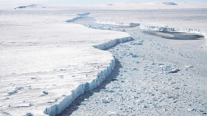 Подо льдами Антарктиды геологи нашли «радиоактивный очаг»
