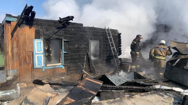Младшие дети выбраться не смогли: Подробности трагического пожара в Новосибирске