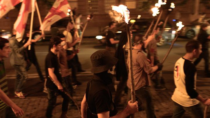 Ночные клубы против полиции: В центр Тбилиси привезли акустические пушки