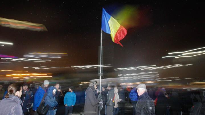Бухарест охвачен гневом: Более 110 тысяч человек требуют отставки правительства Румынии - видео