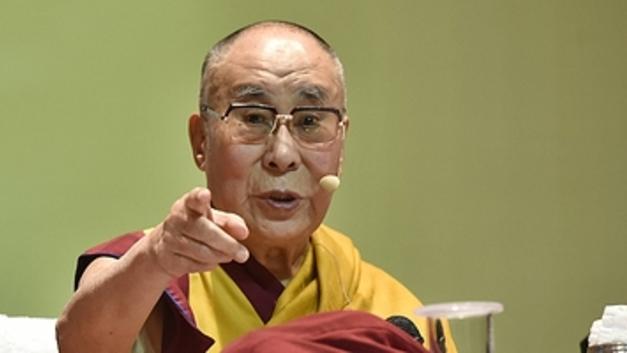 Россия - мост между Западом и Востоком: Далай-лама рассказал, кто поможет избежать Третьей мировой