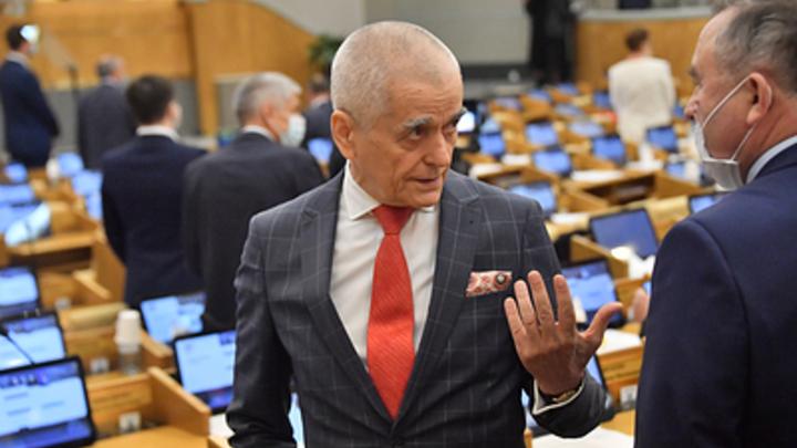 Онищенко объяснил, как День защитника Отечества поможет победить пандемию