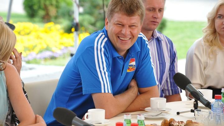 Россиянам с белорусами всегда по пути: Губерниев записал поздравление с Днём народного единства