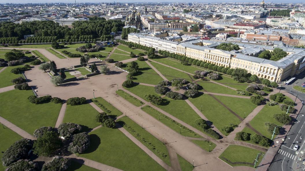 Под окнами правительства Петербурга устроили стихийный гайд-парк с файерами