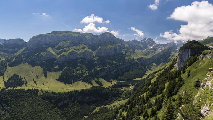 В горах Швейцарии столкнулись два поезда
