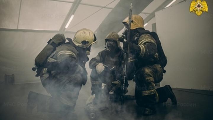 В Челябинске загорелся цех на территории ЧТЗ