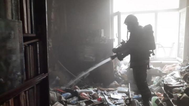 В Сретенске пожарные спасли имущество жителей трехквартирного барака