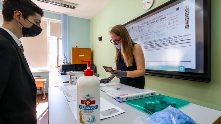 В правительстве высказались о переводе школьников на дистант в Свердловской области
