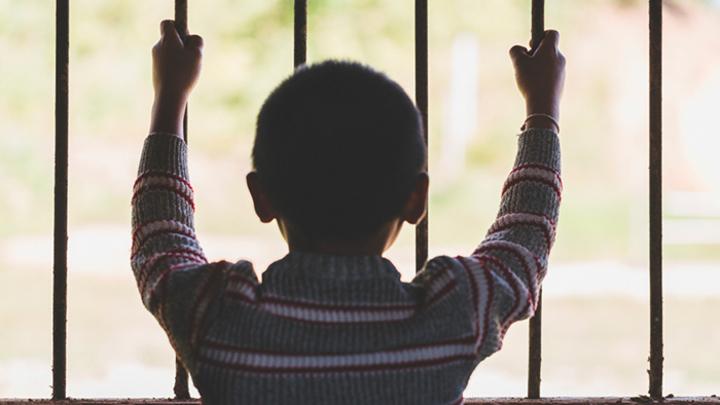 Бьют и кормят хуже животных: Детский интернат превратили в концлагерь
