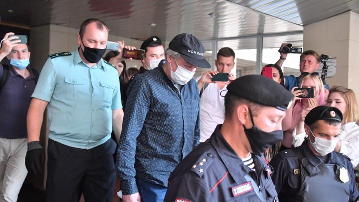 Человек меня чуть не убил: Свидетель обвинил Ефремова на суде