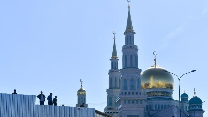 Я/Мы Смирнов: мусульмане организовали акцию в поддержку православного священника