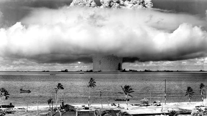 Завораживающе ужасно: В Сети обнародованы видео ядерных испытаний США