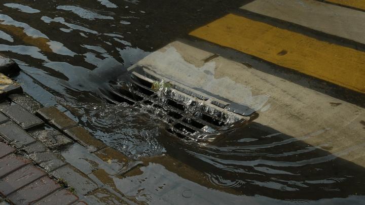 Улицы Хабаровска залили нечистоты - видео