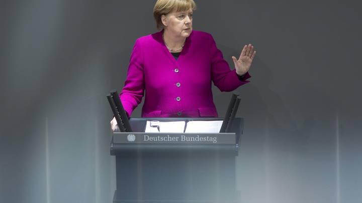 Меркель решила снести старую базу отношений Германии и России
