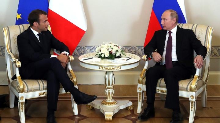 Украл, бандит!: Путин с Макроном разыграли модератора на ПМЭФ-2018