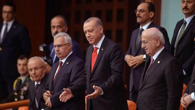 Турция официально стала президентской республикой: Эрдоган принес присягу