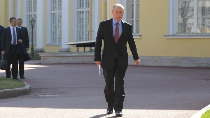 На Урале с российским флагом: Путин эффектно появился на байк-шоу в Севастополе