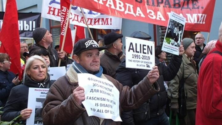Политолог предложил России два пути по защите русского языка в Прибалтике