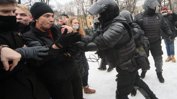 Подрался с ОМОНом и сбежал к маме: Раскрыты подробности задержания студента из Чечни