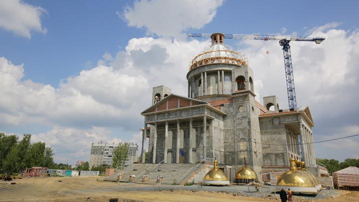 В Челябинске освятят купола и кресты нового кафедрального собора