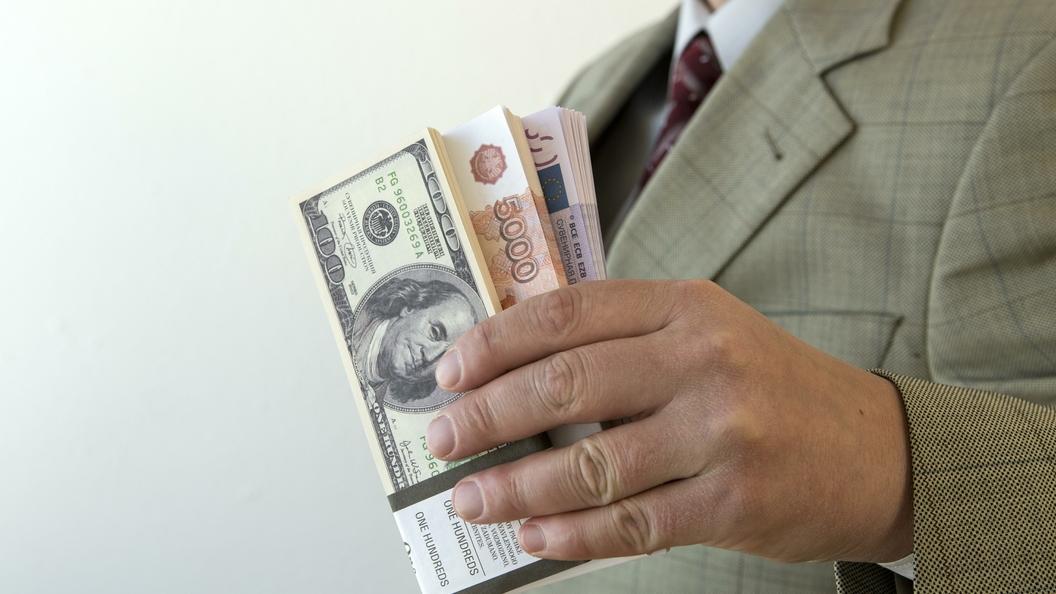 Центробанк снизил официальный курс евро на58 копеек, доллара