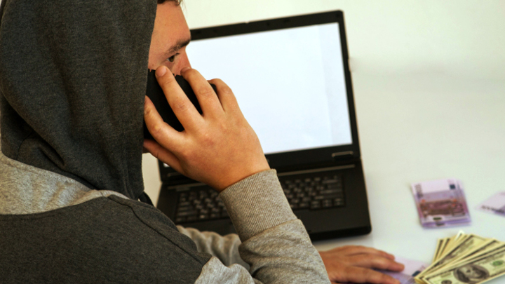 Телефонные мошенники: Заключенные опустошают банковские карты граждан России
