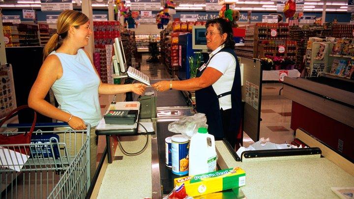 Эксперт объяснил, почему опасно оставлять чеки в магазинах: Всего четыре цифры