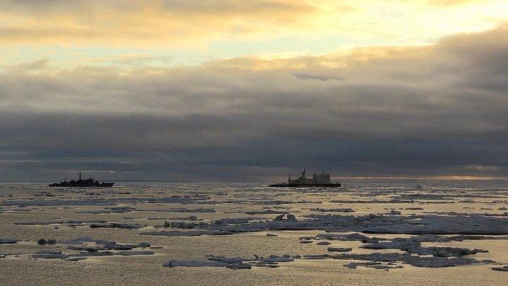 Случилось что-то ужасное: Западные пользователи о гибели 14 русских моряков