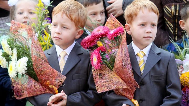 Хризантемы, розы и гладиолусы: В Москве самый скромный букет к 1 сентября обойдется в 500 рублей
