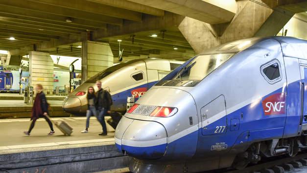 Бастующие железнодорожники начали разорять Париж