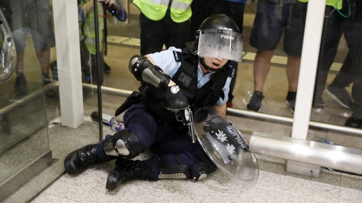Борьба за Гонконг: Британия настроит против себя Китай раздачей паспортов - эксперт