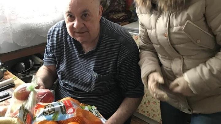 Старики просто умрут одни: На помощь слабым поднялись русские со всей страны