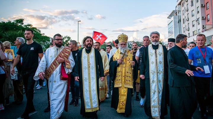 Диктатор Черногории пошёл войной на крест