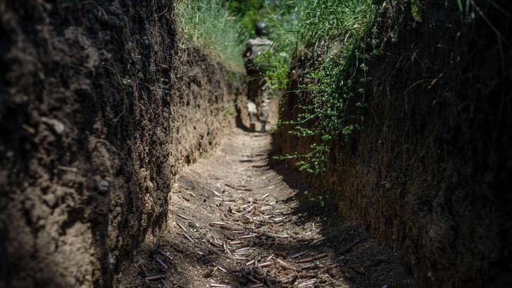 Двое мирных жителей, пытавшихся починить ЛЭП, подорвались на мине в Донбассе
