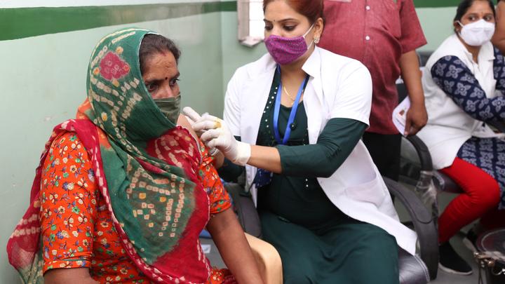 США обвинили Индию в сокрытии миллионов погибших от ковида