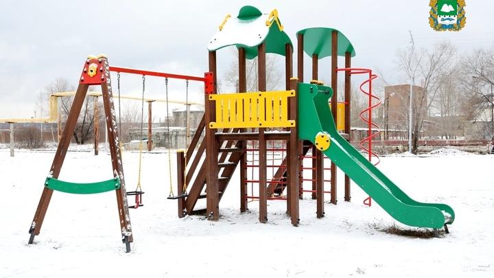 На окраине Кургана накануне зимы построили новый сквер