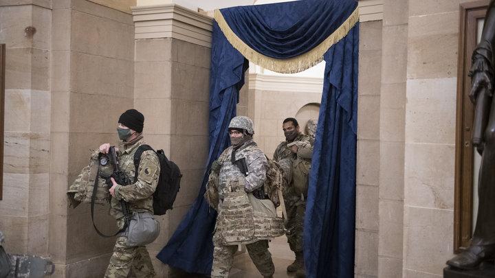 Американцам раздают оружие перед инаугурацией Байдена: Пентагон одобрил