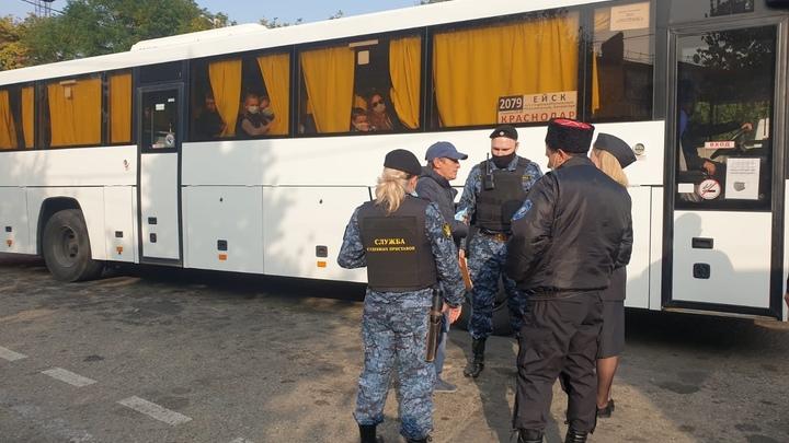 Приставы Кубани сняли с автобуса беглого алиментщика
